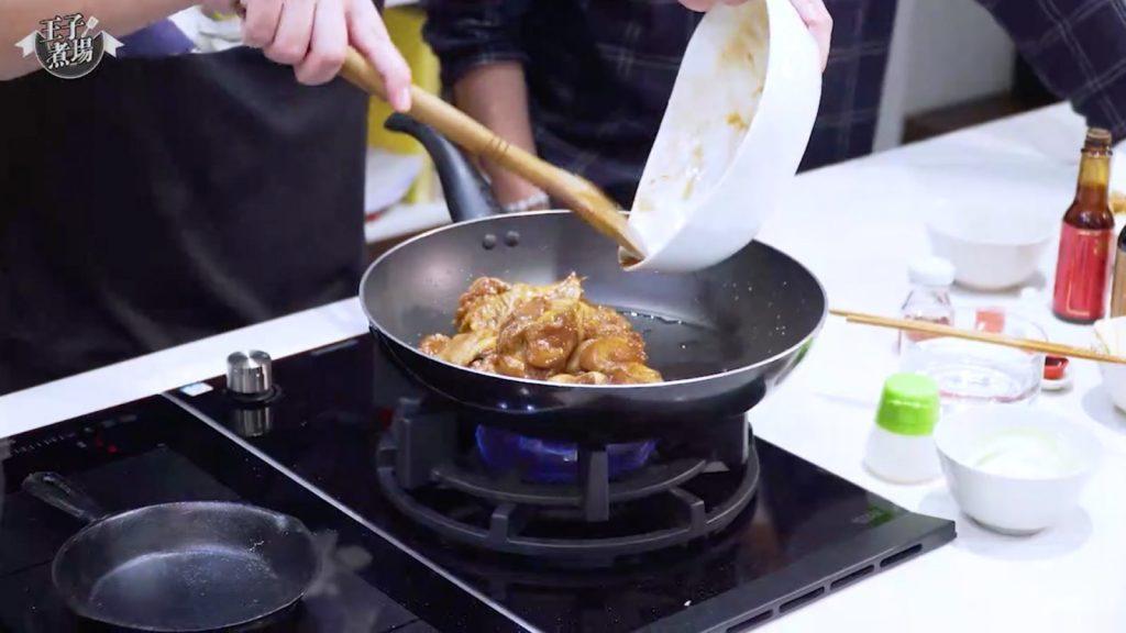 【營養師食譜】家常菜療癒身心 營養師增強抵抗力有法!-蒜頭洋蔥炆雞