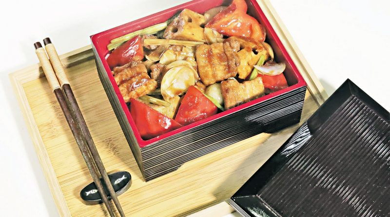 【中藥入饌食譜】 有「營」飯盒 蓮藕百合紅椒炆豬腩肉片