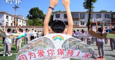【復課安排】山西小學生寓防疫於創作 自製「一米翅膀」保持社交距離