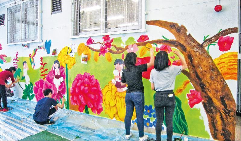 掌握技巧 備塑膠彩、畫筆 壁上作畫 初哥輕易上手