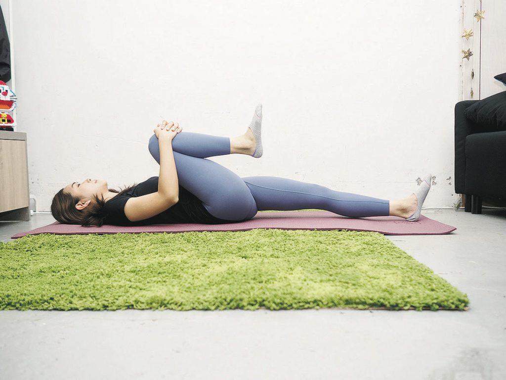 上班族腰酸背痛假肚腩 體適能教練:5式伸展護腰有法