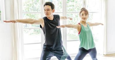 留家抗疫 雙人健身訓練4招鍛煉兼增感情 物理治療師:「反手抱」易受傷