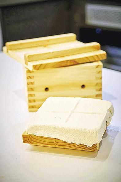 DIY無石膏豆腐 媽媽手作健康食物無難度(附教學)