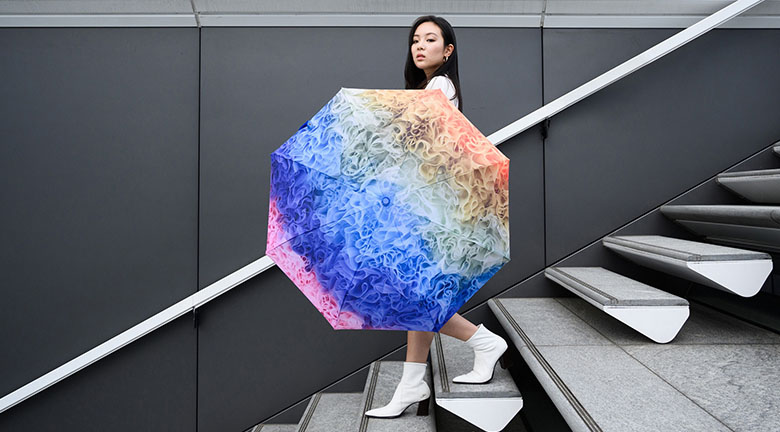 Tomo Koizumi與海港城合作 設計限量版折疊雨傘時尚配飾