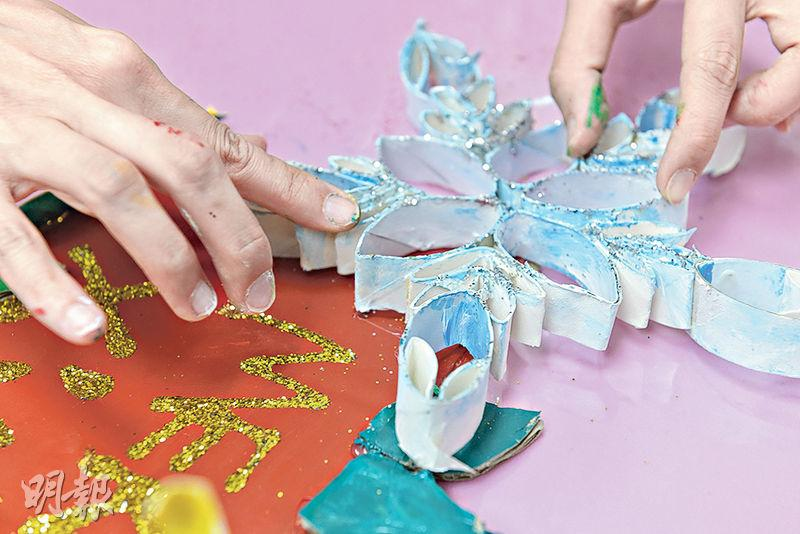 親子DIY丨廁紙筒、舊紙盒皮變身聖誕掛飾