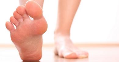灰甲、傷甲 腳甲煩惱點算好?剪腳甲、選鞋子、足部護理勿忽略