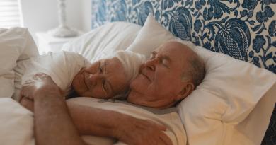 一日要瞓幾多個鐘?研究:中老年人每天睡眠少於6小時易患腦退化