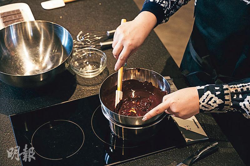 【Son級廚房】DIY濕潤版朱古力brownie 外脆內軟 選朱古力有秘訣!