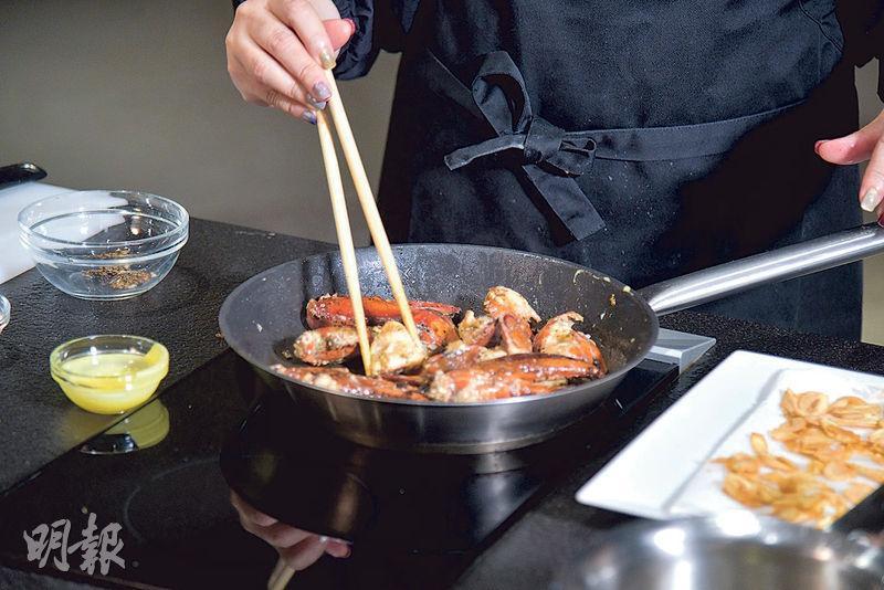 【Son級廚房】日式龍蝦三食 拆龍蝦4步驟 洗浸、扭頭、除鰓、剪鉗