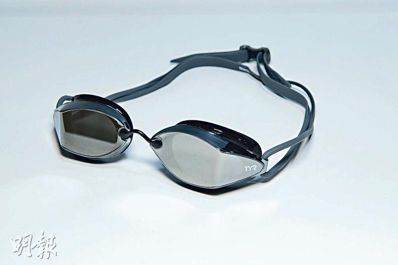 泳鏡選購攻略丨防UV防霧塗層最基本 鏡片顏色有助適應不同環境
