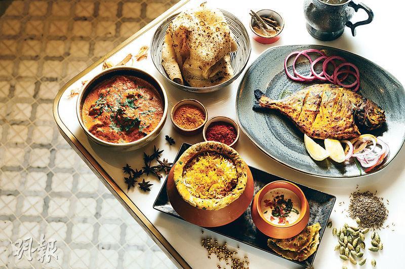 各式香料——香料是印度菜靈魂,豆蔻、草果、孜然等都是常用香料,氣味濃郁。圖右上順時針起:Tandoori Pomfret香烤原條䱽魚($178)、Lukhnowi Gosht Biryani羊肉飯($188)、Chicken Tikka Lababdar印度烤雞($168)配roomali薄餅($38)。(蘇智鑫攝)