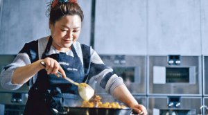 【SON級廚房】港式安東辣雞 30分鐘搞掂!加湯變身火鍋雞煲